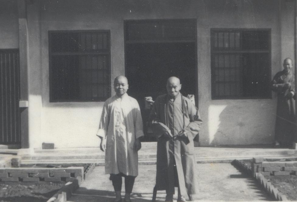 1972年淨苑平房落成請廣欽老和尚為佛像安座開光