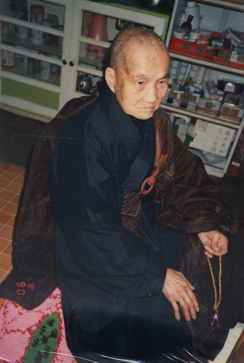 1990.2.9老師太於小佛堂用功