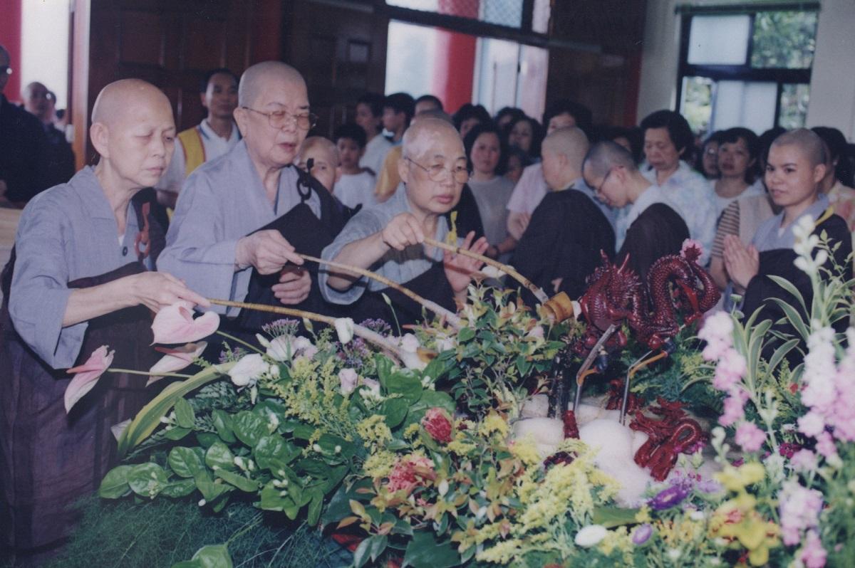 1998參加浴佛
