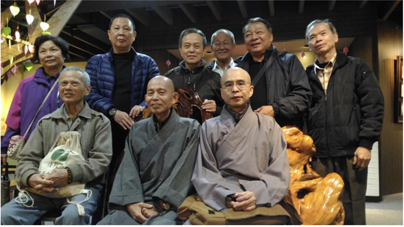惠廣法師(中)帶領寺院參訪